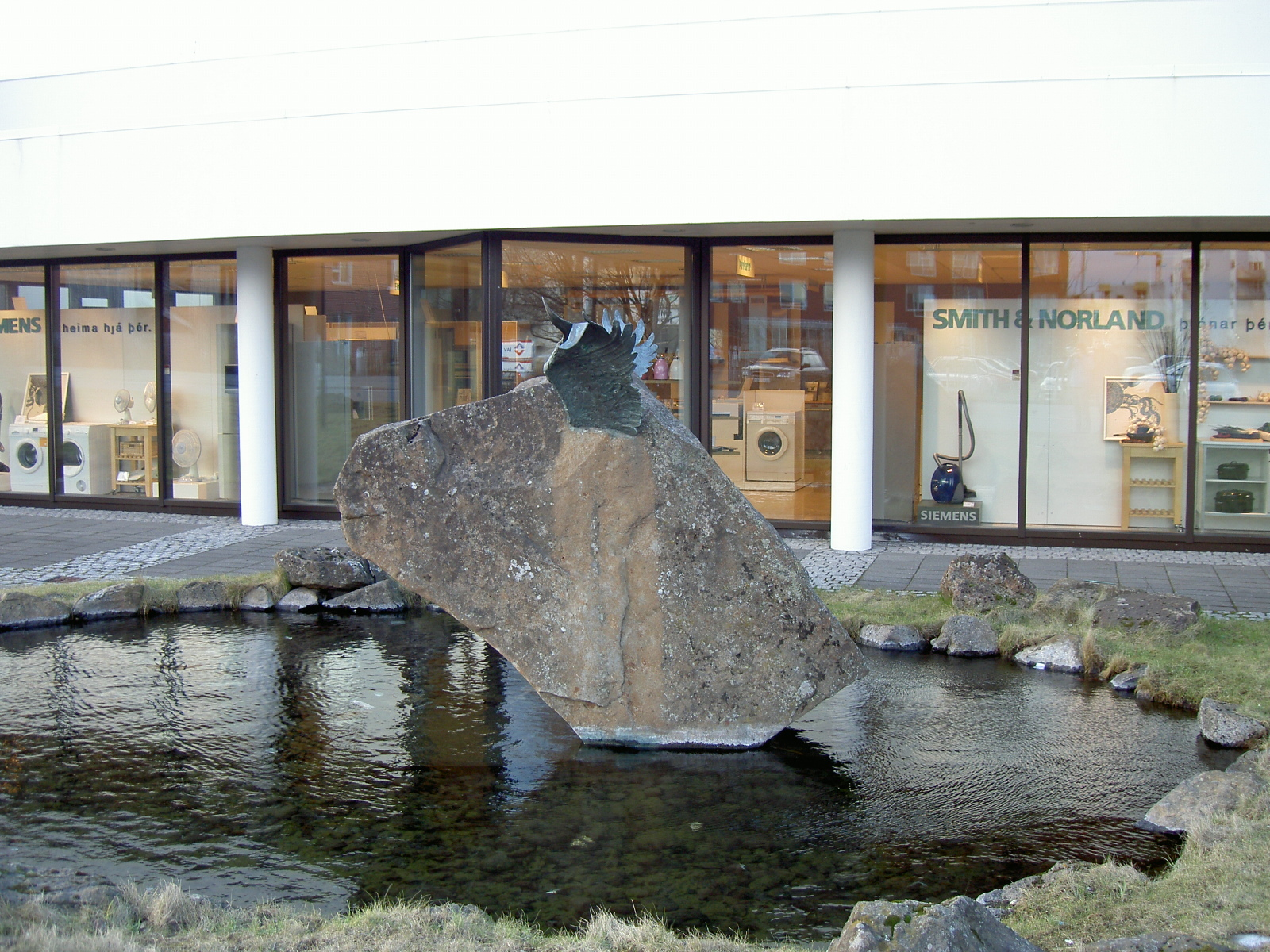 Odd sculpture in Reykjavik: moose or bird? (purpose of page is to display an image)